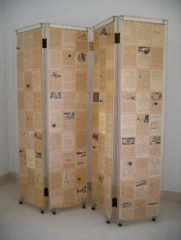 Luis Pita | Montajes tridimensionales | 3-Dimensional Assemblies | biombo Sciences dObservation | room divider | folding screen | furniture screen | pages of an old book of sciences | TRIDIMENSIONALES_ (1996) CIENCIAS DE LA OBSERVACIÓN (BIOMBO REALIZADO CON TODAS LAS PÁGINAS DE UN LIBRO ANTIGUO, LÁMINAS DE METACRILATO, LATÓN y RUEDAS)