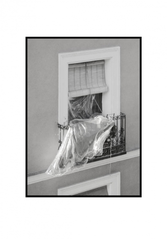 Luis Pita | Fotografía en Blanco y Negro | Black and White Photography | serie Balcones de Madrid | Balconies from Madrid series | Erik Stuborn | Cameradada | Neighbors | People watching life go | Gente mirando la vida pasar | Downtown Madrid | Malasaña Lavapies Districts | Luis Pita (2014) - Balcones - 15