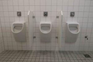 luis-pita_-arquitecturas-2015 | baños de hombres de un centro de arte alemán | men's toilets of a German center of  art |  Armonía, equilibrio y simetría | Harmony, balance and symmetry | Toilet | Berlin | Germany