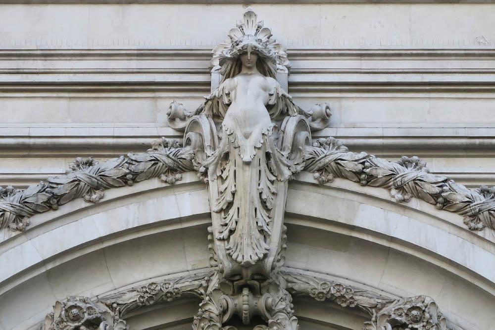 Luis Pita | Fotografía | Photography | Arquitecturas | Architectures | 2016 | Ninfa rematando la monumental puerta de entrada al edificio del Ayuntamiento | nymph topping the monumental gateway to the City Hall building | Madrid | Spain