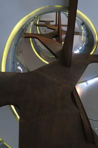 Luis Pita | Fotografía | Photography | Arquitecturas | Architectures | 2016 | estructura de acero corten oxidado sosteniendo la escalera de caracol del centro de Arte de la Fundación Telefónica | Gran Vía | rusty Corten steel structure holding the spiral staircase in the Art Center of Fundación Telefónica | Gran Vía | Madrid | Spain