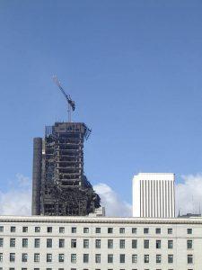 Luis Pita | Fotografía | Photography | Ciudades | Cities | (2005) Madrid - Burning Building | Edificio Windsor | moderno edificio de oficinas que ardió durante tres días | modern office building that burned for three days
