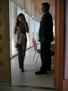 Luis Pita | Fotografía | Photography | Desconocidos | Unknown people | (2010) Entrevista de trabajo | mujer muy joven saliendo de una oficina de lujo escoltada por el hombre que la acaba de entrevistar | Job Interview | very young woman emerging from a luxury office escorted by the man who have just interviewed her.