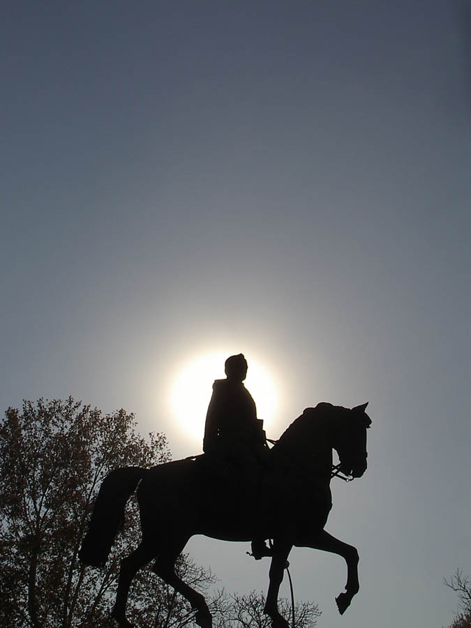 Luis Pita | Fotografía | Photography | Estatuaria | Statuary | equestrian statue | estatua ecuestre | (2005) Calle de Alcala - Madrid | horseman at the sunset | hombre cabalgando al atardecer