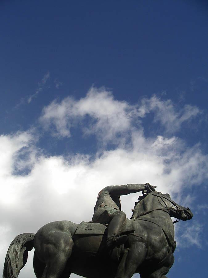 Luis Pita | Fotografía | Photography | Estatuaria | Statuary | equestrian statue | estatua ecuestre | (2005) Nuevos Ministerios (ya desaparecida) - Madrid | España | Spain | Franco | estatuas desaparecidas de antiguos dictadores | missing statues of former dictators