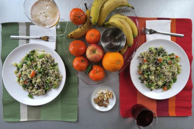 Luis Pita | Fotografía | Photography | serie Hora de comer | Lunchtime series |  2016 02 - 004 | arroz integral con esparragos, zanahoria, calabacín y champiñones | Whole-grain rice with asparagus, carrots, zucchini and mushrooms