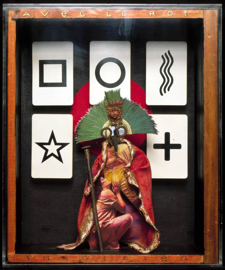 Luis Pita | Montajes tridimensionales | 3-Dimensional Assemblies | (1993) El Mago | Le Magicien | Art in wooden boxes | Arte en cajas de madera | Cartas ZENER | ZENER Cards | cartas para experimentos telepáticos | telepathic experiments |Joseph Cornell |