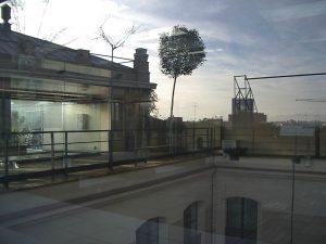Luis Pita | Fotografía | Photography | Visiones exteriores | Exterior Visions |  (2005) Ilusion Optica - Madrid | azotea casa encendida | the sky reflected in a glass | surrealistic images |