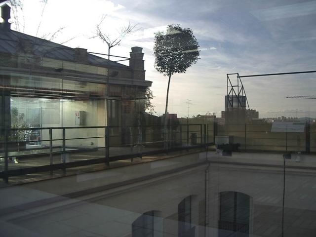 Luis Pita   Fotografía   Photography   Visiones exteriores   Exterior Visions    (2005) Ilusion Optica - Madrid   azotea casa encendida   the sky reflected in a glass   surrealistic images  