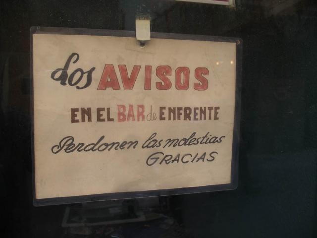 Luis Pita | Fotografía | Photography | Visiones exteriores | Exterior Visions | Los avisos en el bar de enfrente. Perdonen las molestias. Gracias | Notices in the bar opposite. Sorry for the inconvenience. Thank you (2009) Avisos en el Bar - Madrid