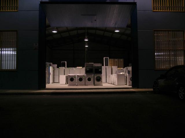 Luis Pita   Fotografía   Photography   Visiones exteriores   Exterior Visions   (2009) Strange Night - Granada   imagen escenográfica surrealista de lavadoras y neveras en la noche   scenographic surreal image of washing machines and refrigerators at night