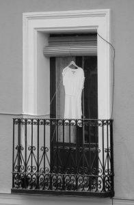 serie fotográfica «Balcones de Madrid» (2016)   Little White Dress