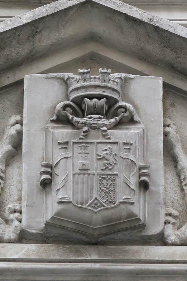 serie Más cerca de lo que parece | 2016 | Escudo de la República de España