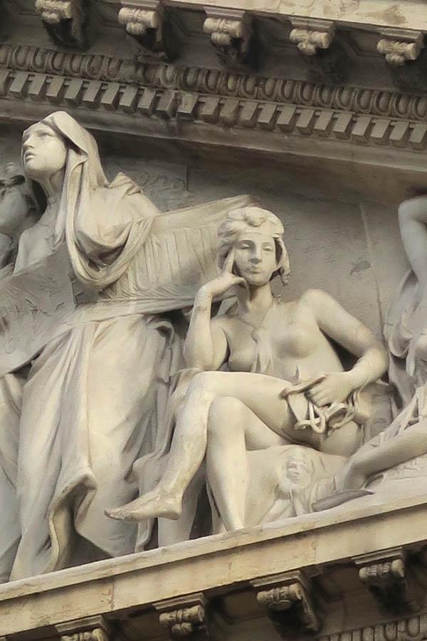 serie «Más cerca de lo que parece» | 2016 | Friso de la Biblioteca Nacional. Madrid