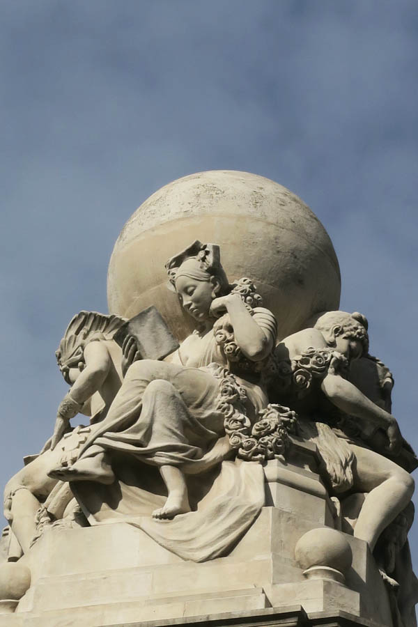 Luis Pita | serie «Mas cerca de lo que parece» | Monumento a Cervantes (2) | Plaza de España | Madrid (2017)