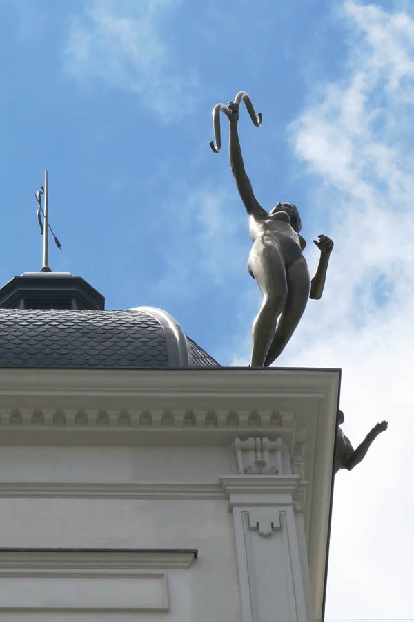 Luis Pita | Estatuaria de Madrid | Nueva escultura en Gran Vía (10)