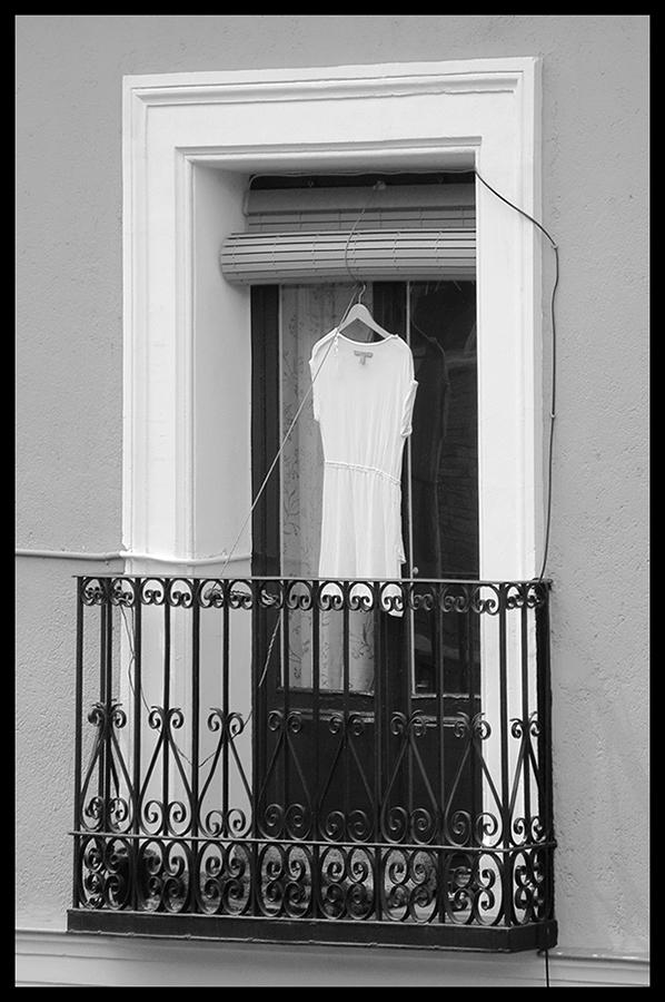 © Luis Pita Moreno _ Balcones 01 (2016) Little White Dress