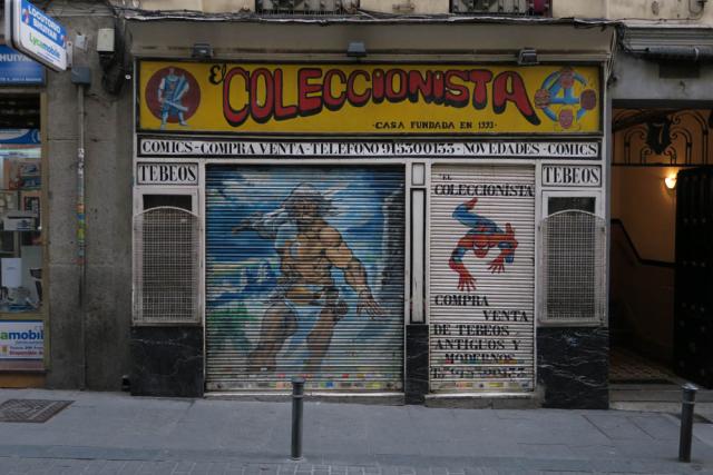 Luis Pita , Comercios , (2017) Comics , Madrid (Antiguo comercio, Tiendas tradicionales, Barrio Lavapiés , calle Sombrerete, El Coleccionista, compra-venta comics, España)  Traditional Spanish Shops. Old Stores in Madrid, Missing stores, Spain