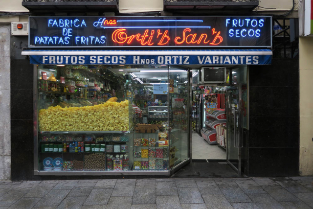 Luis Pita , Comercios , (2017) Patatas Fritas , Madrid (Antiguo comercio, Tiendas tradicionales, Ortiz Sanz, Plaza Mayor, calle Toledo, España)  Traditional Spanish Shops. French Fries Factory, Old Stores in Madrid, Missing stores, Spain