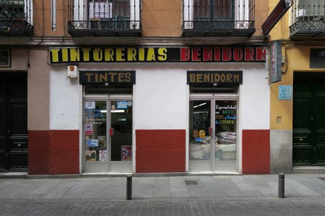 Luis Pita , Comercios , (2017) Tintoreria , Madrid (Antiguo comercio, Tiendas tradicionales, Tintoreria Benidorm, Plaza Mayor, calle Toledo, Cava Baja, España)  Traditional Spanish Shops. Old Stores in Madrid, Old Laundry Shop, Missing stores, Spain