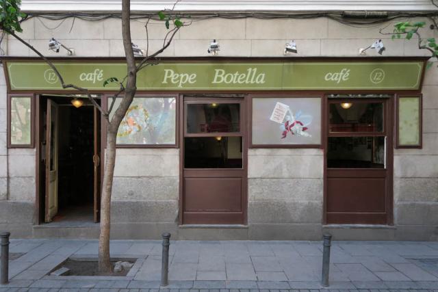 Luis Pita , Comercios y Bares (2017) Cafe , Madrid (Antiguo comercio, Tiendas tradicionales, Barrio de Malasaña, Plaza Dos de Mayo, Café Pepe Botella, España)  Traditional Spanish Shops. Ancient Cafes, Old Stores in Madrid, Missing stores, Spain
